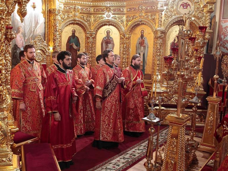 если епископ душанбинский фото левом углу
